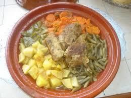 cuisiner avec un tajine en terre cuite tajine berbère à l agneau et aux légumes le de houria