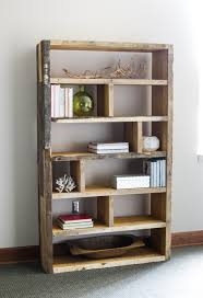 Woodworking Plans Rotating Bookshelf by Diy Rustic Pallet Bookshelf Rustic Bookshelf Building Plans And