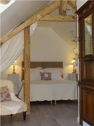 chambre poutre apparente la chambre avec poutres apparentes et des tonalités tout en douceur