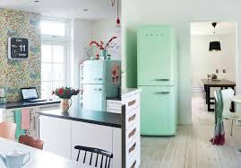 cuisine vert d eau une cuisine rétro avec le frigo smeg