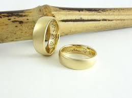 an welcher trã gt den verlobungsring die besten 25 ringe mit gravur ideen auf ring gravur