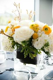 White Roses Centerpieces by Best 25 Yellow Flower Centerpieces Ideas On Pinterest Yellow