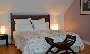 femme chambre chambre et table d hôte dans une maison vigneronne de caractère au