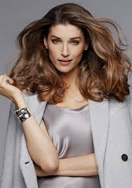 best hairstyles for thin frizzy hair the best haircuts for frizzy curly fried and fine hair huffpost