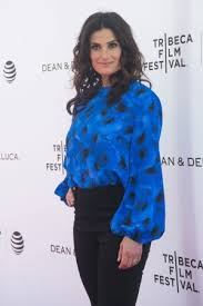 Amateur Girls Mooning - 10 things you may not know about idina menzel the wicked movie and