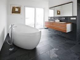 badezimmer mit eckbadewanne eckbadewanne fliesen webnside