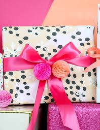 a kailo chic wrap it 3 gift wrapping pairings and diy