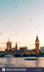 les chambres du soleil les chambres du parlement et big ben illuminé au coucher du soleil
