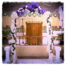 wedding arch decorated with deco mesh and flowers kreatively