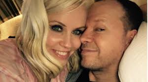 does jenny mccarthy have hair extensions jenny mccarthy and donnie wahlberg want more kids but it s