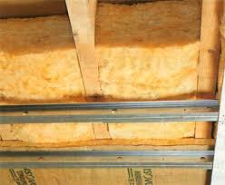 isolation plafond chambre comment isoler un plancher en bois par le plafond bricobistro
