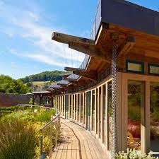 contemporary frame design with a walled garden