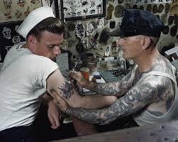 cap coleman tattooing a usn sailor circa 1940s 900x718 tattoo
