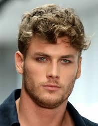 coupe de cheveux fris s coupe cheveux frisés homme coiffure en image