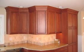 kitchen cabinet crown molding ideas crown molding kitchen cabinets iezdz