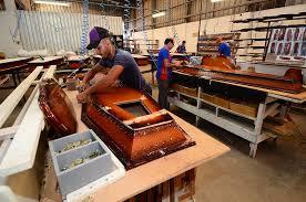 Popular Empresa de Bilac produz até 8 mil caixões por mês - A morte sem tabus #PW68