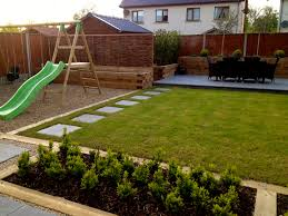 Small Family Garden Family Garden And Landscaping Low Maintenance Family Lawn