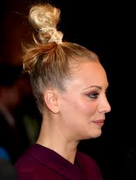 penny bun hairstyle big bang big bang theory actress what s her name has the worst knot i