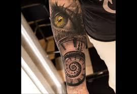 tatouage bracelet avant bras tatouage horloge toujours être dans les temps tattoome le