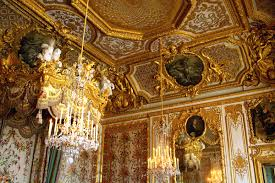 versailles chandelier lavish royal overcrowded palace of versailles in photos