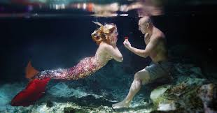 this guy proposed to his mermaid obsessed girlfriend underwater