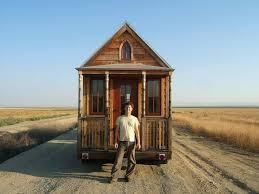 モノを所有せずシンプルに暮らす アメリカ発の タイニーハウス