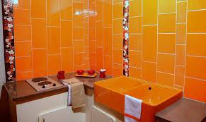 cuisine en faience carrelage orange salle de bains cuisine faïence de provence à