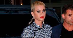 pictures of short hair do s back dise and front views katy perry wows with short blonde crop as she joins pharrell
