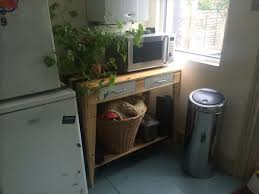 DIY Chic Pallet Kitchen Side Table  Pallets - Kitchen side tables