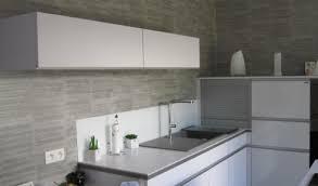 plan de travail cuisine blanc laqué cuisine laquee blanche plan de travail gris maison design