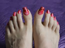 beautiful toe nails might put you in an instant good mood nail