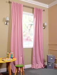 kinderzimmer gardinen rosa vorhang kinderzimmer rosa weiße pünktchen kinderzimmer
