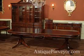 mahogany dining room table with leaves seats 12 14 people