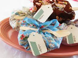 ideas for easy cheap diy favors hgtv