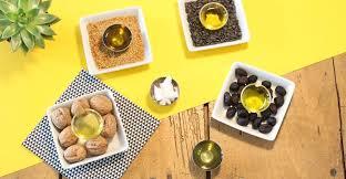 huile de carthame cuisine les bonnes huiles pour notre moteur curcumabox