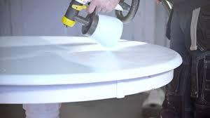 repeindre une table de cuisine en bois comment peindre une table à manger dans le style scandinave