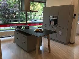 next 125 küche next125 musterküche mit mattglas fronten und kochtisch