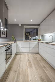 plan implantation cuisine plan de travail en bois pour cette cuisine moderne http m