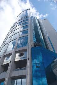 tour de bureau bas moderne de construction de tour de bureau vers le haut de vue