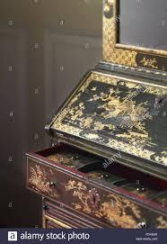 Schrank Im Schlafzimmer Lacquer Cabinet Stockfotos U0026 Lacquer Cabinet Bilder Alamy