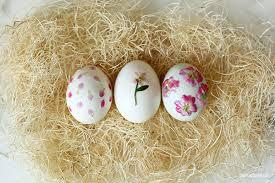 glitter easter eggs diy pressed flower and ombre glitter easter eggs conrad