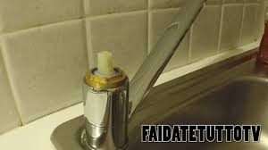 rubinetto perde acqua come aggiustare rubinetto perde sostituire cartuccia