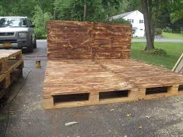 Make Wood Platform Bed by Pallet Platform Bed With Headboard Pallet Furniture Diy