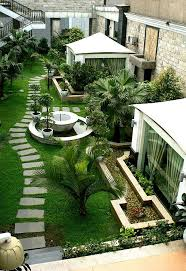25 beautiful courtyard ideas ideas on small garden best 25 rooftop gardens ideas on rooftop patio