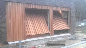 fabriquer porte de grange porte garage cachée en bois doorsystems be youtube