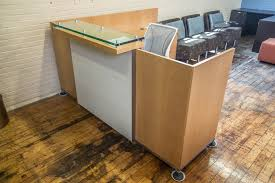 Reception Office Furniture by Tuohy Geneva 8 5 U0027 X 7 U0027 Natural Maple Reception Desks With Leather