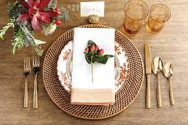 Table Setting Chargers - 15 holiday place setting ideas how to decorate