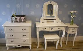 Harmony House Furniture Funiture Classic Chest Drawers In Curved Handles With Vinyl Floor