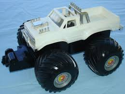 toy bigfoot monster truck schaper 1983 stomper bully 4x4 battery operated white monster