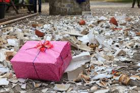 polterabend geschenk mitbringen polterabend der am häufigsten zelebrierte hochzeitsbrauch